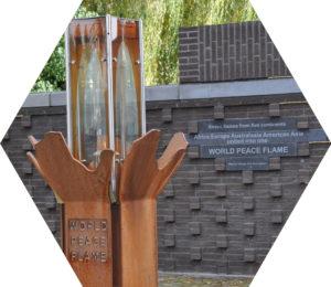 Sinds 2010 brandt de WereldVredesVlam op het Titusplein