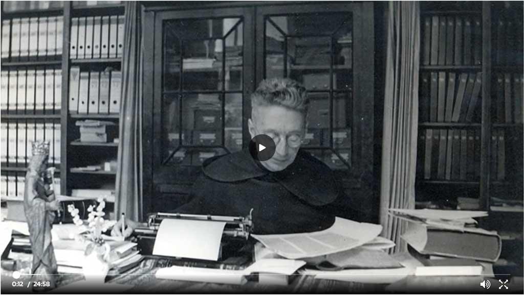 Stil uit de tv-uitzending 'Roderick zoekt licht' over het leven van Titus Brandsma